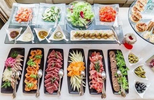 Sådan arrangerer du det perfekte buffetbord derhjemme