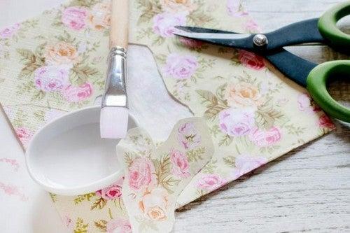 Dekupage: Genstande du kan dekorere med materialet