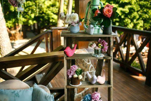 Dekorative stiger i haven