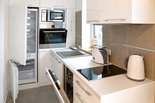 Køkkenapparater i et lille køkken