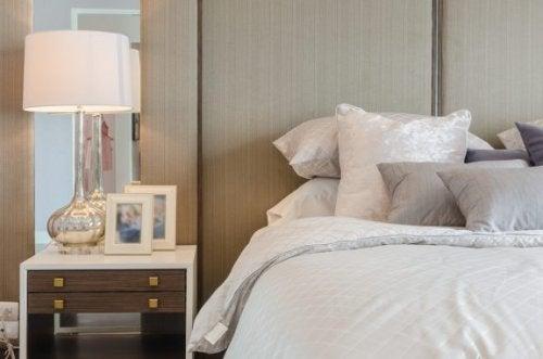 Tips til at vælge en lampe til natbordet