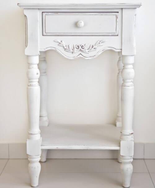 Hvidt vintage natbord med hvide ben