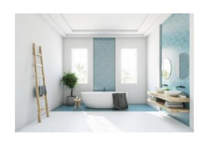 Lyst badeværelse med badekar.