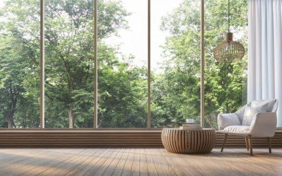 Panorama vinduer med udsigt til skov.