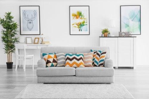 Møbler i lyse farver
