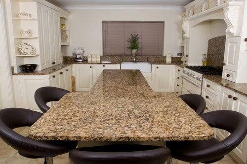 Køkkenborde i forskellige materialer