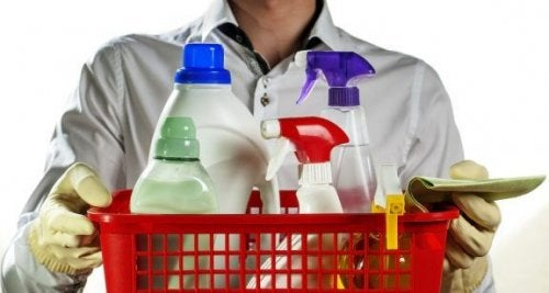 Gør rent på badeværelset: vælg de bedste rengøringsmidler