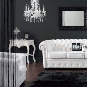 Hvide læder sofaer.