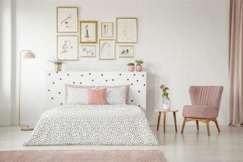 8 tips til at dekorere et soveværelse med hvide vægge