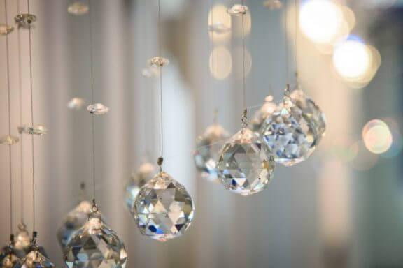 5 Essentielle steder at hænge en Feng Shui krystal