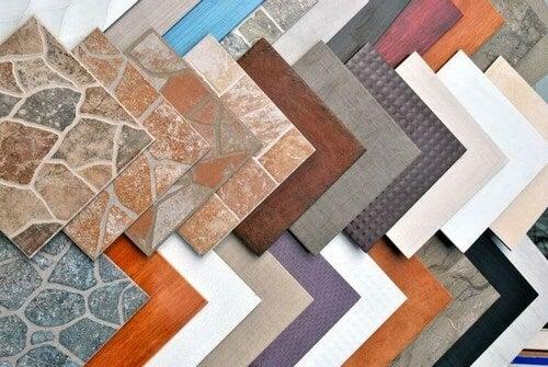 Farverige flisegulve i forskellige designs