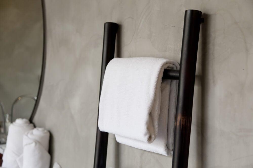 Håndklædestativer kan også være badeværelsespynt