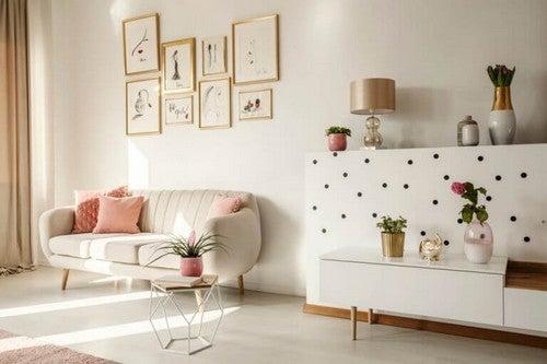 Anvend dit sidebord i stuen