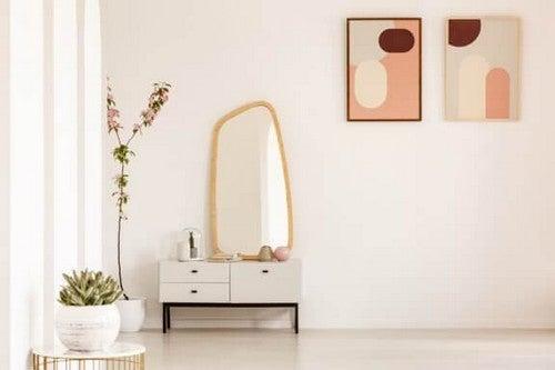 Sideborde i tre niveauer: Dekorativt og funktionelt