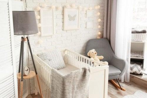 Plads til babyen: sådan skaber du plads i dit soveværelse