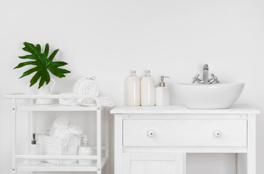 Badeværelse i hvide farver