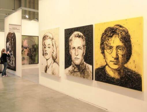 Kunstværker i galleri.