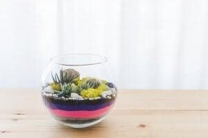 Du kan lave glas med sand med lag i forskellige farver