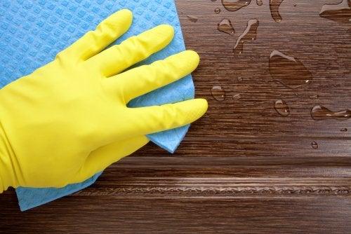 gulv der bliver vasket
