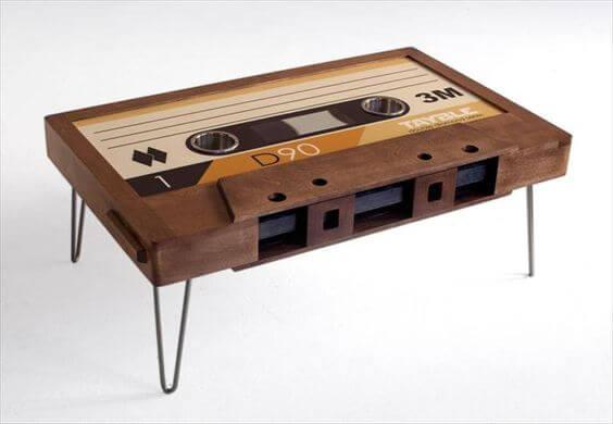 Ben på kassettebånd skaber et bord