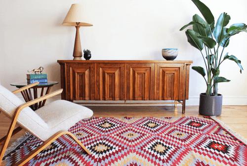 Et kelimtæppe kan passe godt sammen med den minimalistiske nordiske stil