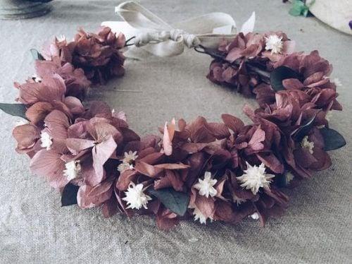 Lav en efterårskrans i årstidens farver og med materialer du har ved hånden