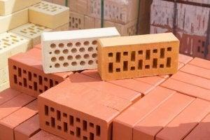 mursten med forskellige huller i