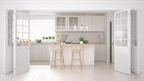 Et køkken i skandinavisk stil passer fint sammen med wabi-sabi stilen.