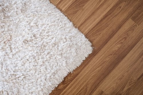 Uldtæpper er den blødeste variant af langhårede tæpper.