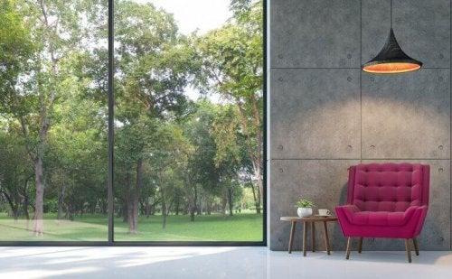 stue med store vinduer