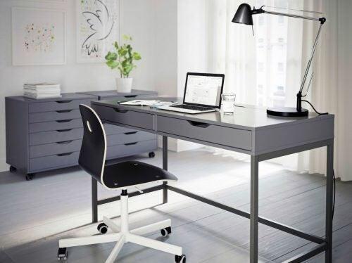 Alex-skrivebordet er blandt de 4 skriveborde fra IKEA
