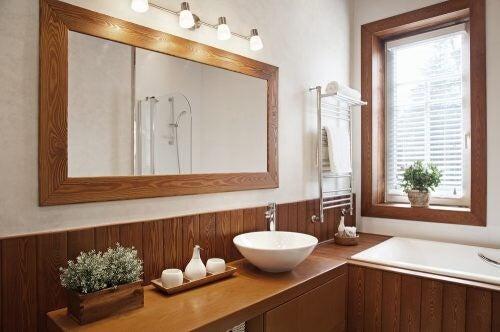 Brug træ og keramik på badeværelset med Feng Shui