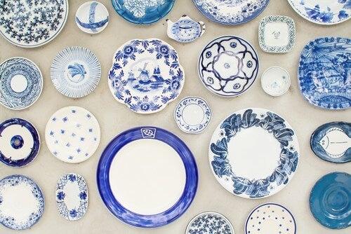 Blå tallerkener i forskellige størrelser