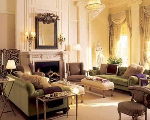 En elegant dagligstue med barokindretning