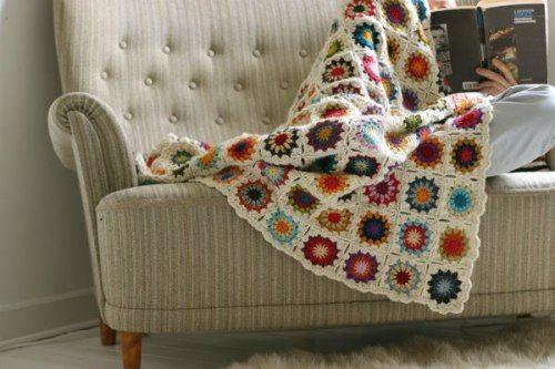 et hæklet tæppe til stuen