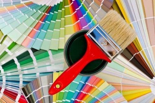 pensel og farveprøver