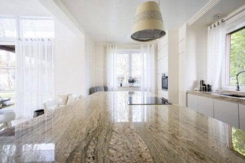 stort køkkenbord i granit