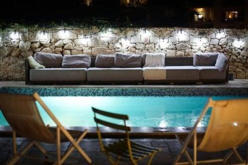 et af middelhavets pooldesigns med sofa