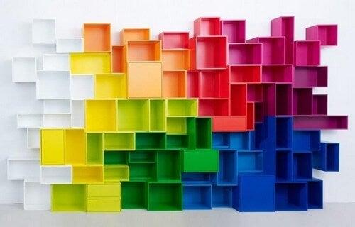 Geometriske hylder i forskellige farver