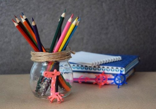 glaskrukke som blyantsholder