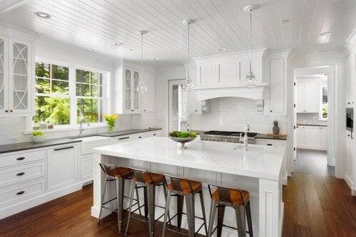 Køkken i hvide nuancer