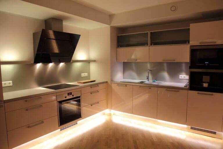 Belysning i køkkenet: spotlys.
