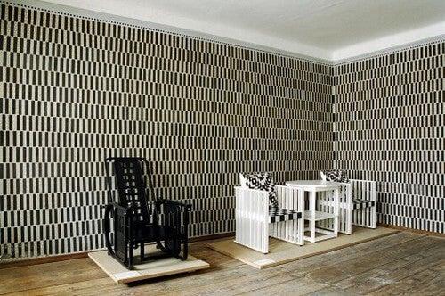 Møbler designet med et gittermønster