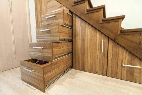 opbevaring under en trappe