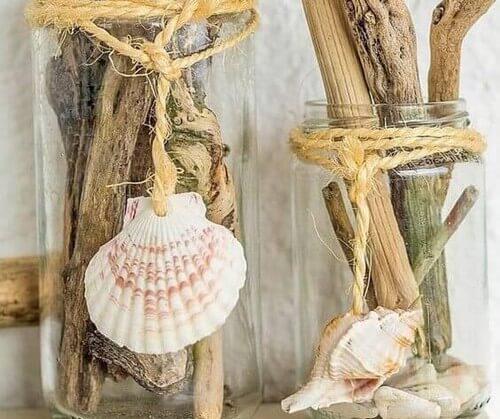 Hjemmelavede pyntegenstande med muslingeskaller