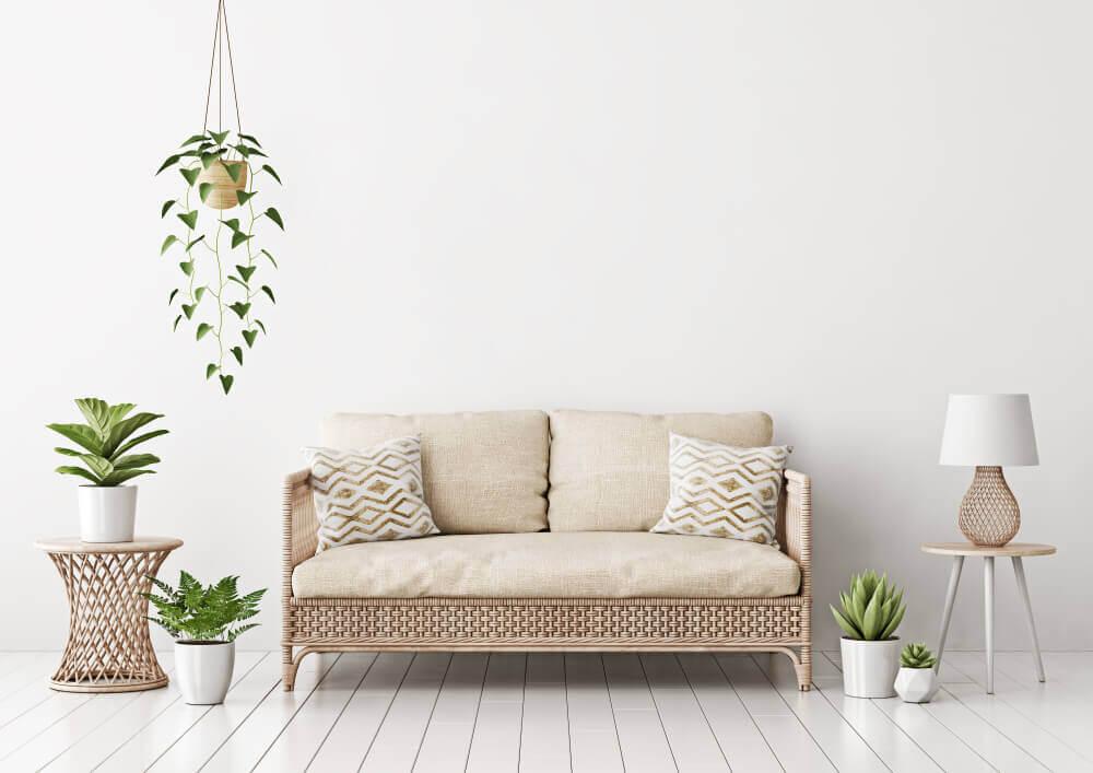 Brug planter til at tilføje et strejf af farve i din offwhite indretning.