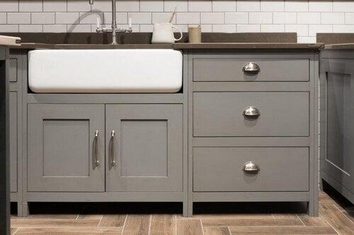 Mal dine skabslåger for at skabe et nyt køkken