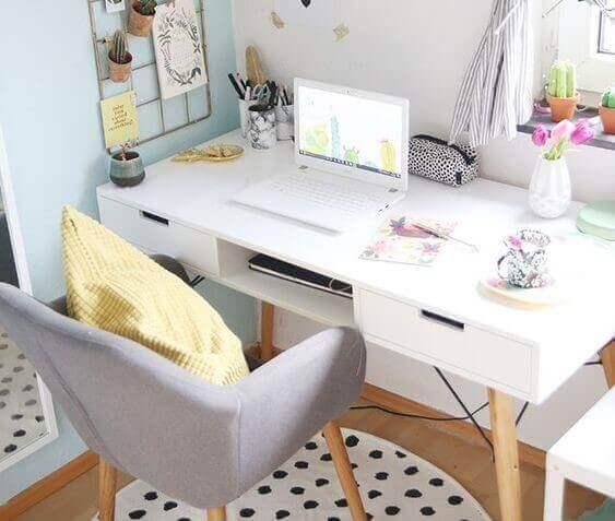 Originale skriveborde i nordisk chic stil.