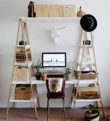 Brug stiger til at skabe originale skriveborde.