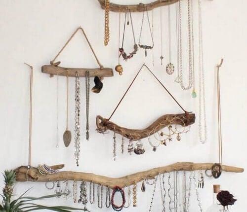 Smykkestænger til væggen